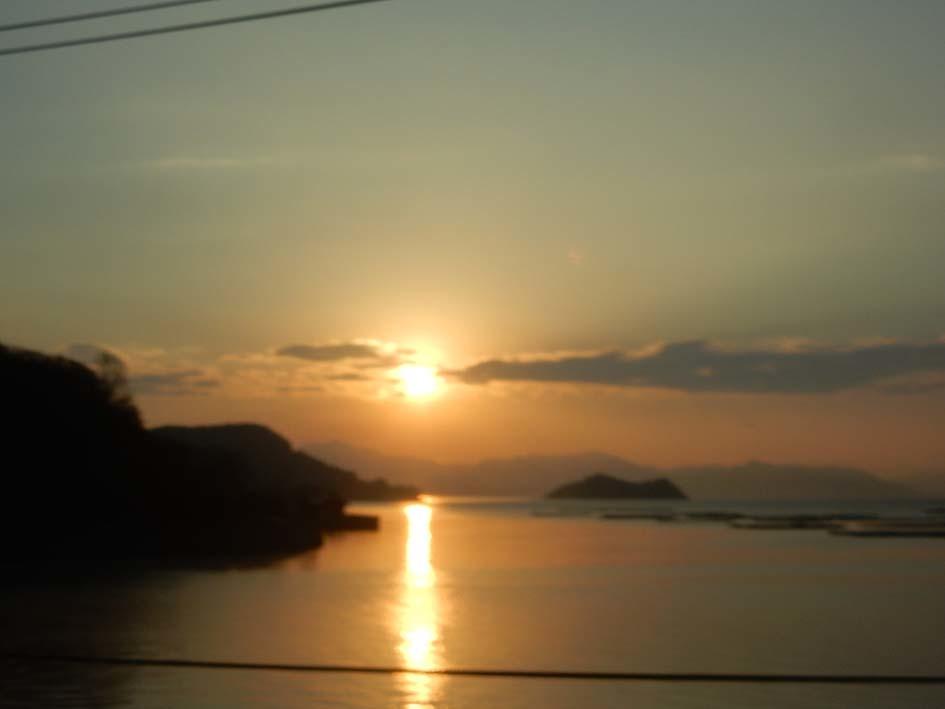 車窓から見た三津口湾の日の出_e0175370_13365774.jpg