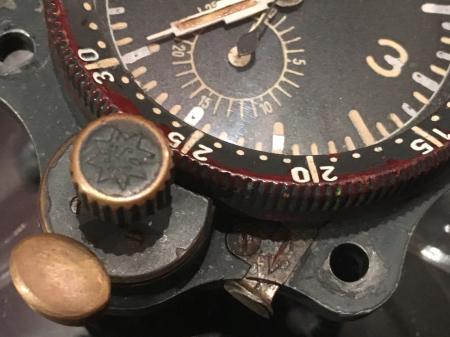 WW2 ナチスドイツ空軍「ルフトバッフェ」航空時計・機内取付型_a0154482_13300774.jpg