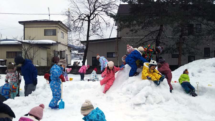 雪遊び楽しいな。第二幼稚園_d0353789_11482176.jpg