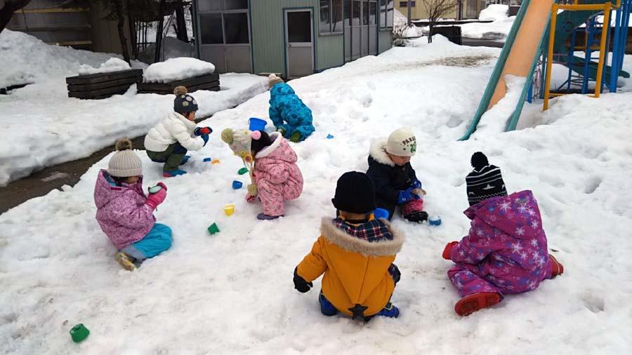 雪遊び楽しいな。第二幼稚園_d0353789_11483159.jpg
