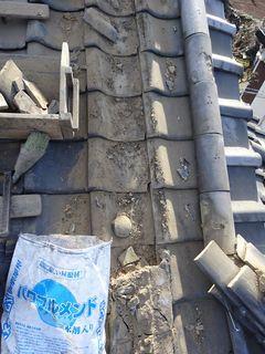 和光市下新倉で雨漏り修理工事_c0223192_16172066.jpg