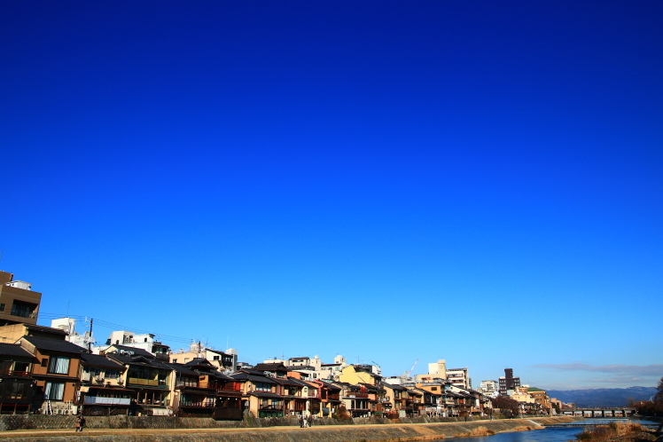 祇園四条 青空の鴨川 _f0209122_18200899.jpg