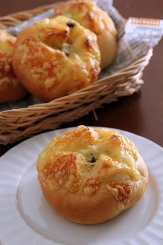 バジルとチーズのぷちパン - Takacoco Kitchen