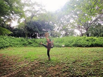 踊りを踊る踊れない人_e0077899_1613594.jpg