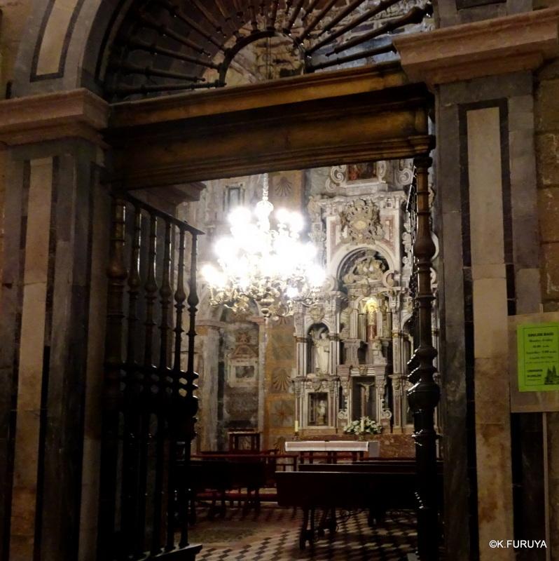 荘厳なサンティアゴ・デ・コンポステーラ大聖堂_a0092659_14472318.jpg