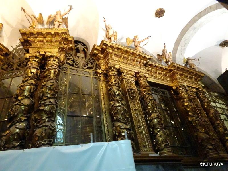 荘厳なサンティアゴ・デ・コンポステーラ大聖堂_a0092659_14480865.jpg