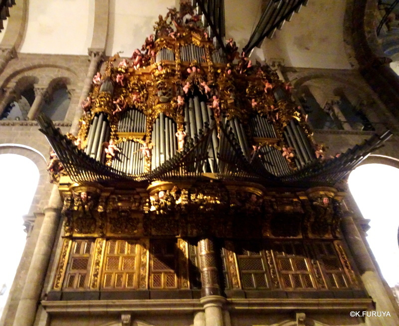 荘厳なサンティアゴ・デ・コンポステーラ大聖堂_a0092659_14505840.jpg