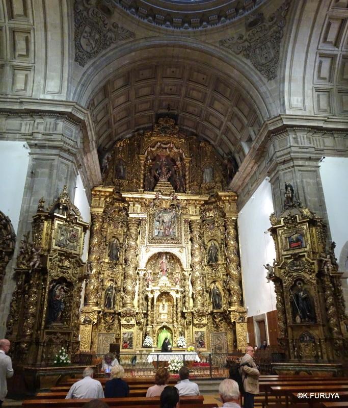 荘厳なサンティアゴ・デ・コンポステーラ大聖堂_a0092659_14560270.jpg