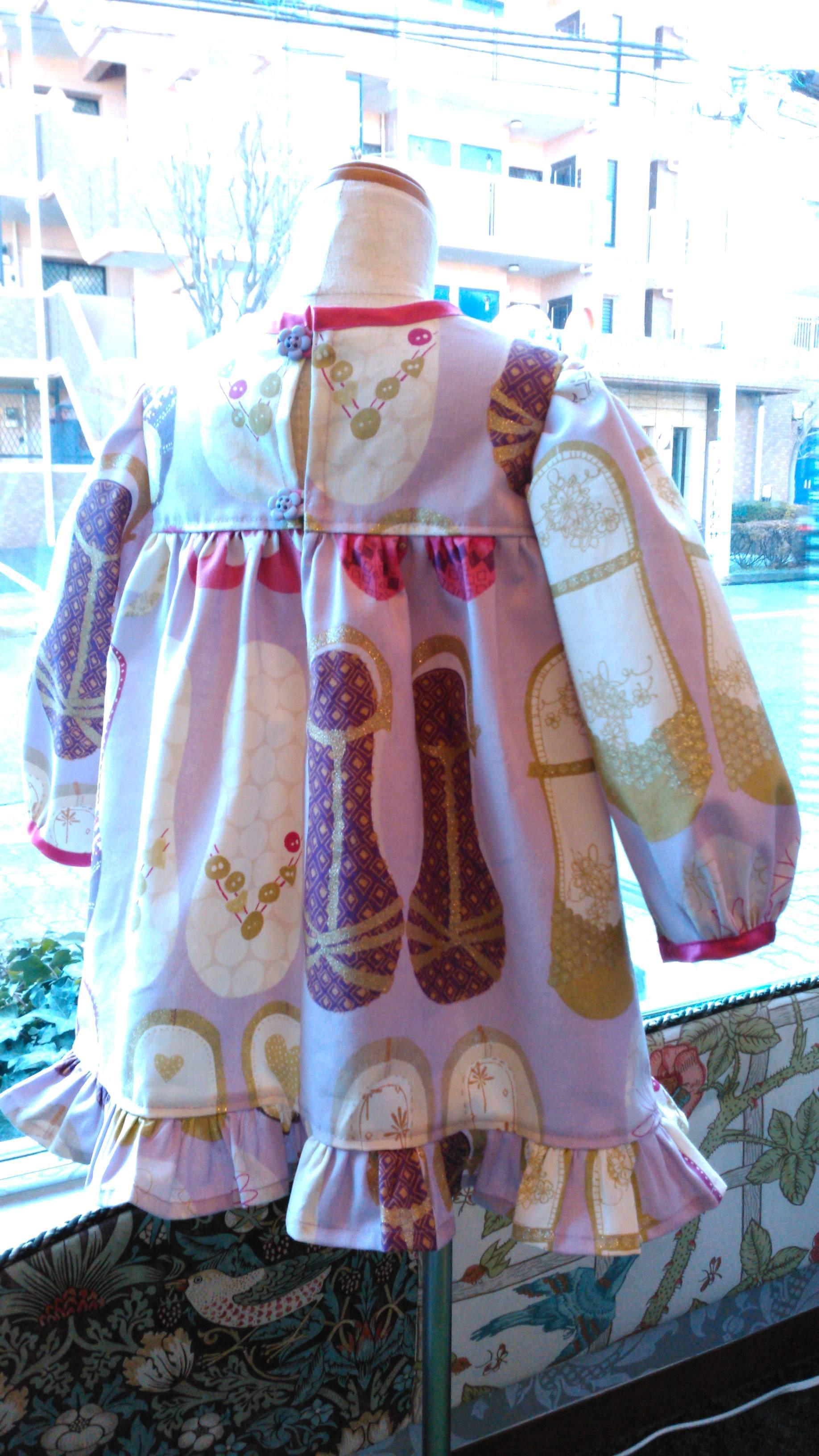 カーテン生地で作る子供服 イギリス『ハーレクイン』_c0157866_12271623.jpg
