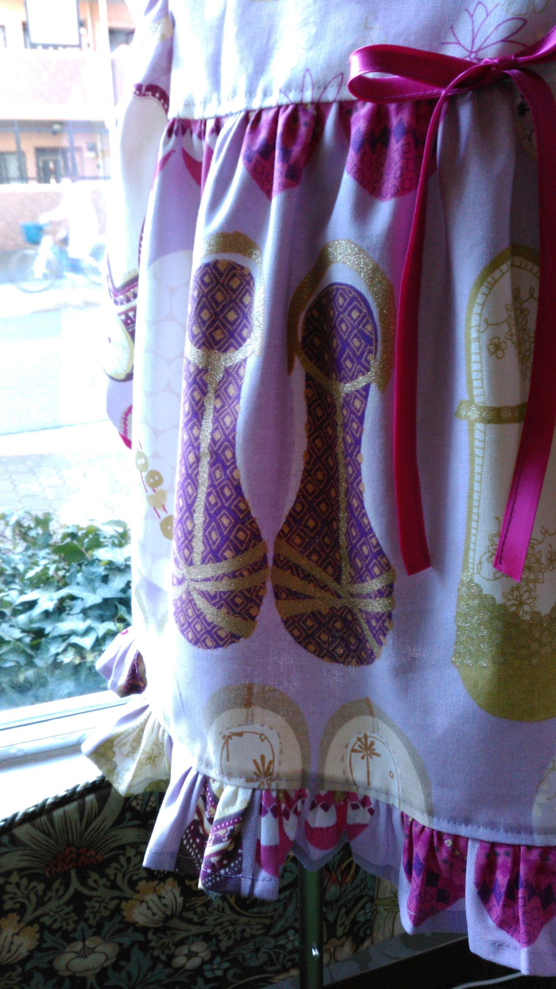 カーテン生地で作る子供服 イギリス『ハーレクイン』_c0157866_12274168.jpg