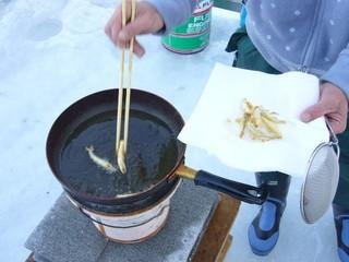 北海道の 氷上ワカサギ釣り !_c0226202_06090159.jpg