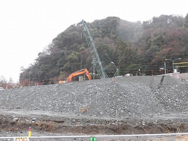 平成30年代中頃の完成を目指し工事が進む「新々富士川橋」 議会の建設水道委員会で現場視察_f0141310_08235296.jpg