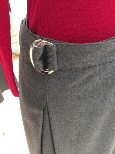 アシメントリーな裾デザイン ロングスカート_c0223630_19352427.jpg
