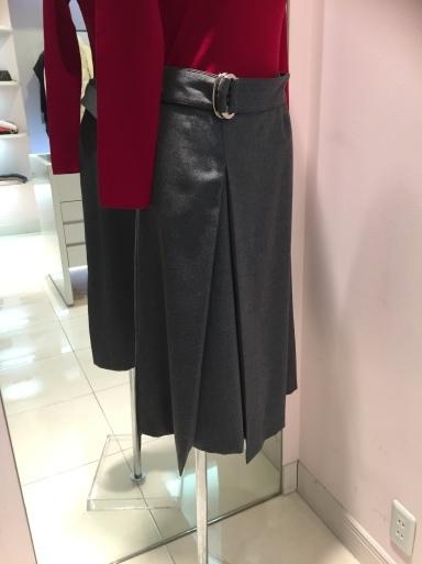 アシメントリーな裾デザイン ロングスカート_c0223630_19361172.jpg