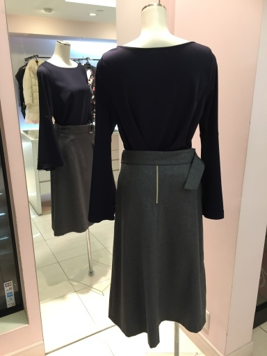 アシメントリーな裾デザイン ロングスカート_c0223630_19433215.jpg