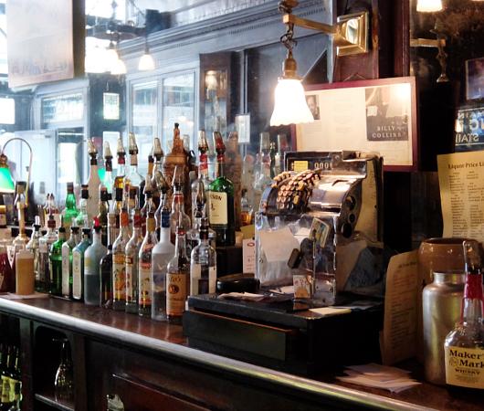 NYを代表する1892年創業の老舗の名店、オールド・タウン・バー(Old Town Bar)_b0007805_1040133.jpg