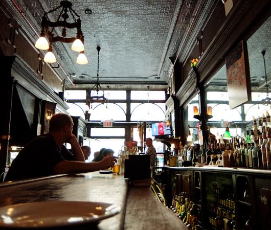 NYを代表する1892年創業の老舗の名店、オールド・タウン・バー(Old Town Bar)_b0007805_10405395.jpg