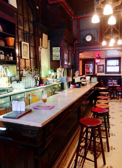 NYを代表する1892年創業の老舗の名店、オールド・タウン・バー(Old Town Bar)_b0007805_10411317.jpg