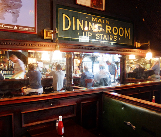 NYを代表する1892年創業の老舗の名店、オールド・タウン・バー(Old Town Bar)_b0007805_10472679.jpg