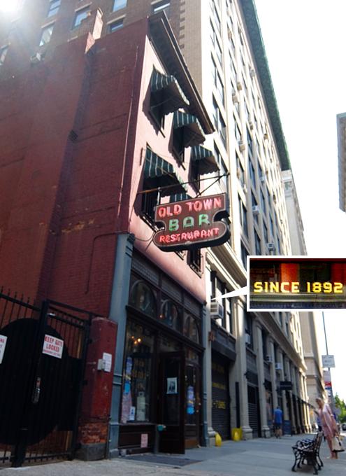 NYを代表する1892年創業の老舗の名店、オールド・タウン・バー(Old Town Bar)_b0007805_1163893.jpg