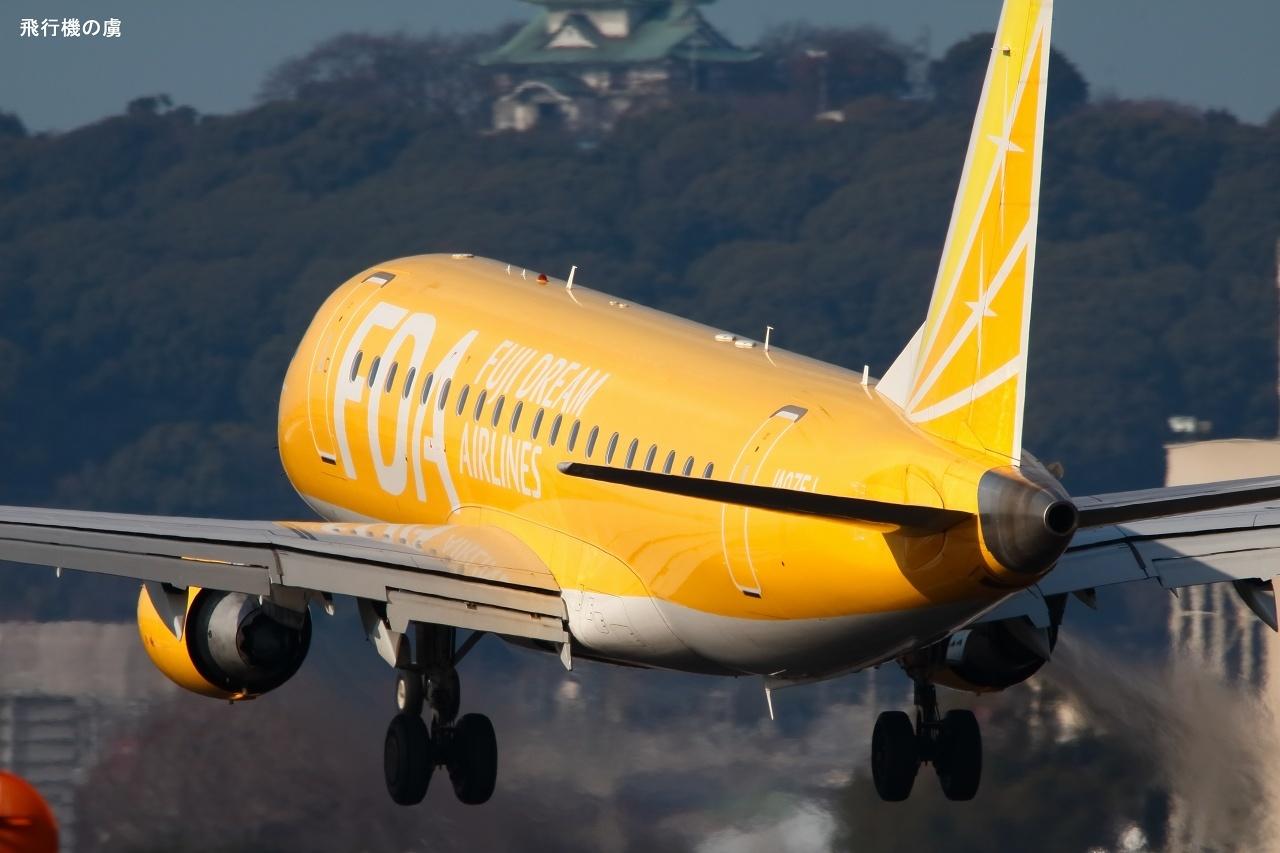偶然の訓練日 黄色のエンブラエル機  FDA_b0313338_05350120.jpg