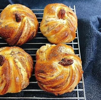 明日はモリモトシンミセさんのパン販売日_c0199544_16592093.jpg