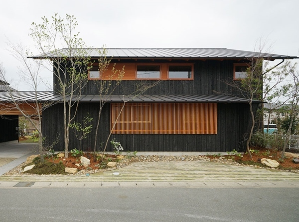 外壁板張り 天竜焼杉_c0019551_17372243.jpg