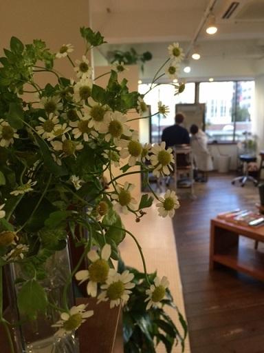 花と働く北郷さん_f0202682_16102882.jpg