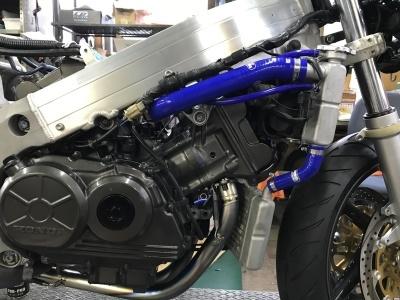 RC30  エンジン始動!_e0114857_08303862.jpg