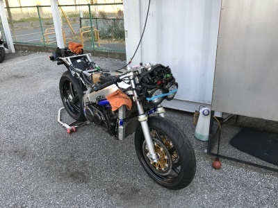 RC30  エンジン始動!_e0114857_08444927.jpg