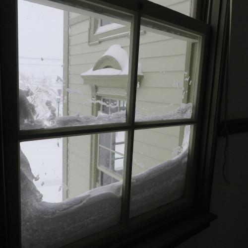 師の教え 想う学び舎 窓の雪_c0075701_11305127.jpg