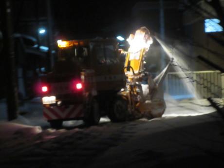 夜明け前の除雪車_a0203003_13510186.jpg