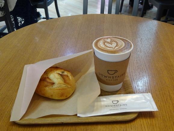 DOWNSTAIRS COFFEEでラテ&さつまいものパン_e0230011_17104997.jpg