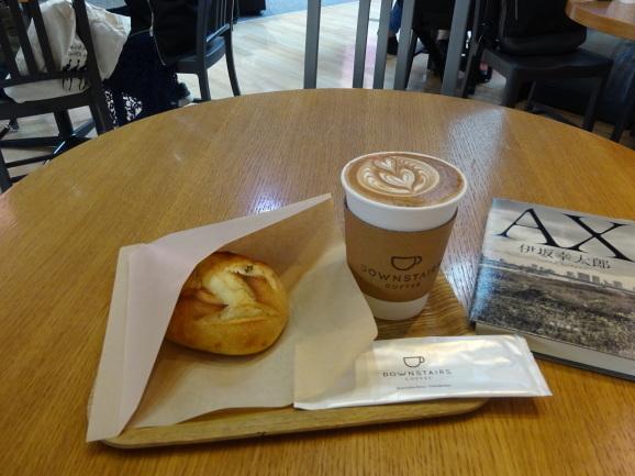 DOWNSTAIRS COFFEEでラテ&さつまいものパン_e0230011_17121839.jpg