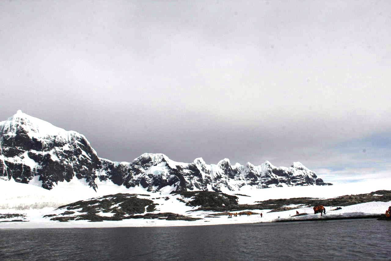 南極への旅(12) Port Lockroy & Jougla Point_c0011649_12180826.jpg
