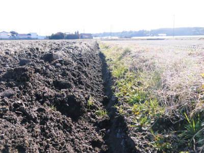 七城米大好評発売中!長尾農園さんは平成30年度の米作りをスタートしました!天地返しの様子(2018前編)_a0254656_18173735.jpg