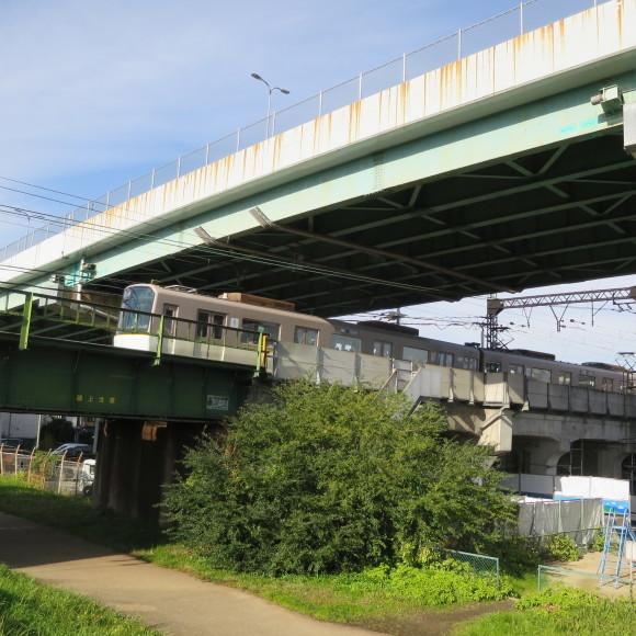 伏見で電車を撮りました。まぁ出来栄えはいつも通りのアレですわ。 京都市伏見区_c0001670_20045960.jpg