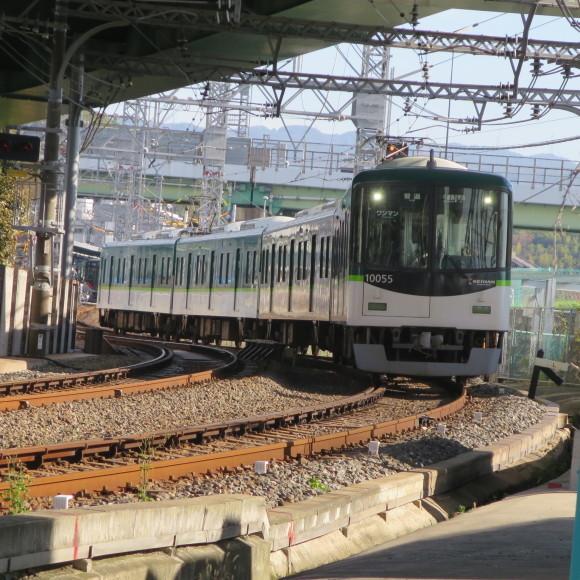 伏見で電車を撮りました。まぁ出来栄えはいつも通りのアレですわ。 京都市伏見区_c0001670_20055231.jpg