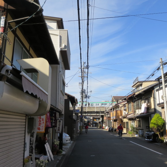 伏見で電車を撮りました。まぁ出来栄えはいつも通りのアレですわ。 京都市伏見区_c0001670_20061438.jpg