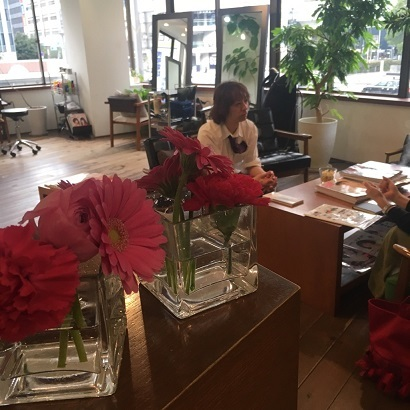 そして花と働く小山さん(打ち合わせ)_f0202682_15582789.jpg