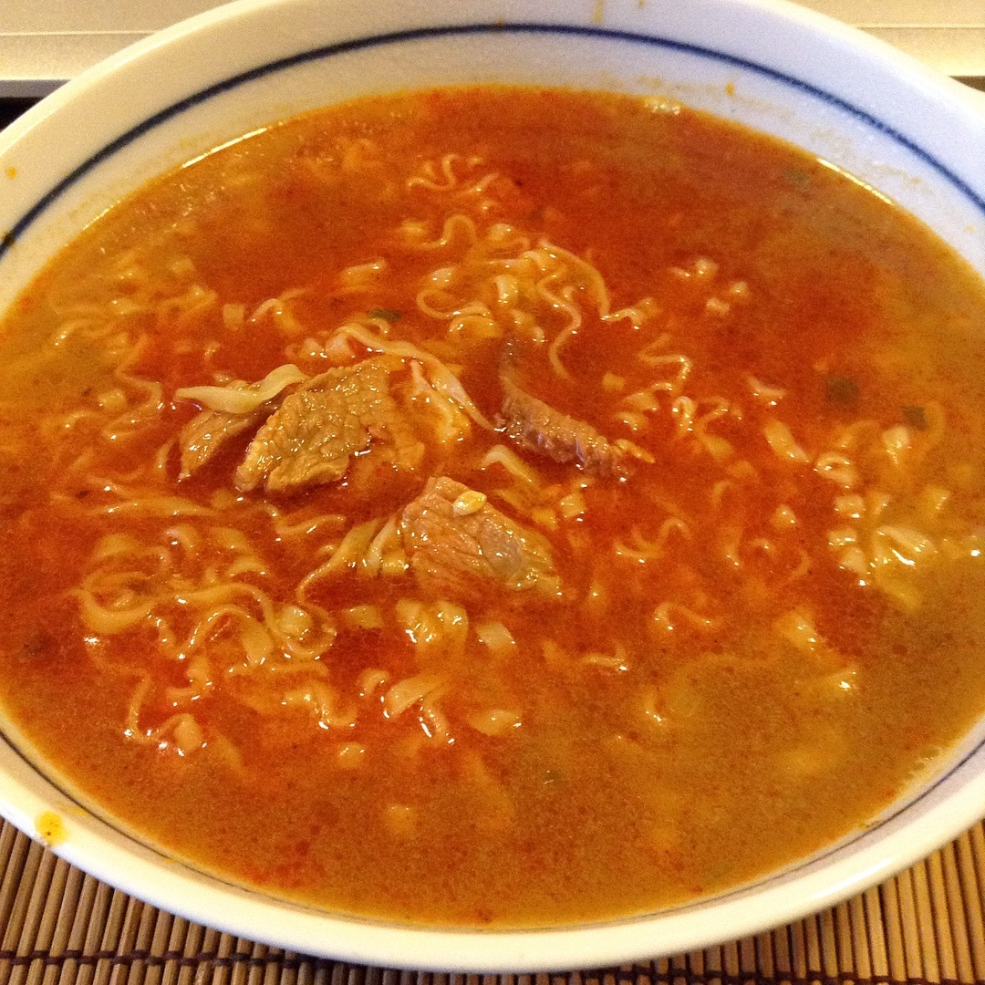 満漢大餐「麻辣鍋牛肉麺」台湾のインスタント麺は美味いのだ。_a0334793_03500691.jpg