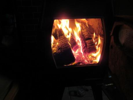ストーブの火・薪のことなど_a0203003_18494028.jpg