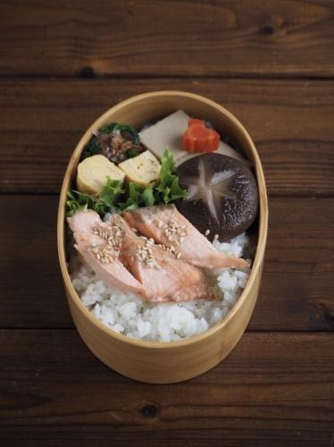 鮭弁当_c0270834_16475653.jpeg