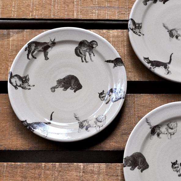 猫のプレート皿(φ18cm)再入荷のお知らせ / 比留間郁美_d0193211_1812815.jpg