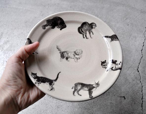 猫のプレート皿(φ18cm)再入荷のお知らせ / 比留間郁美_d0193211_1822183.jpg