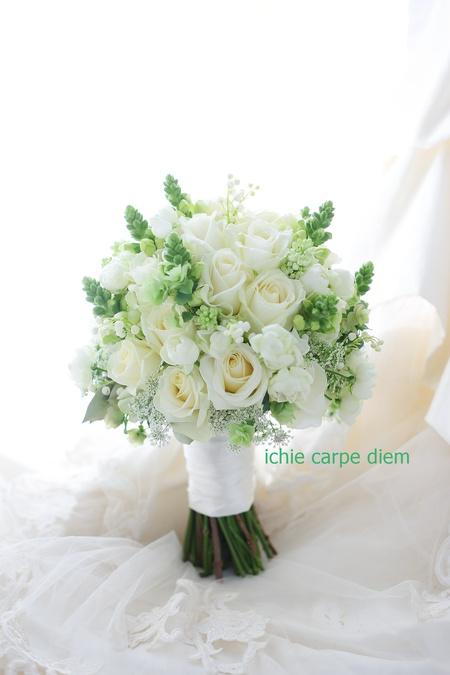 クラッチブーケ 八芳園さまへ バラをメインに、穂のような花たちで_a0042928_2050970.jpg