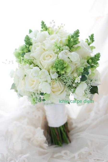 クラッチブーケ 八芳園さまへ バラをメインに、穂のような花たちで_a0042928_2054888.jpg