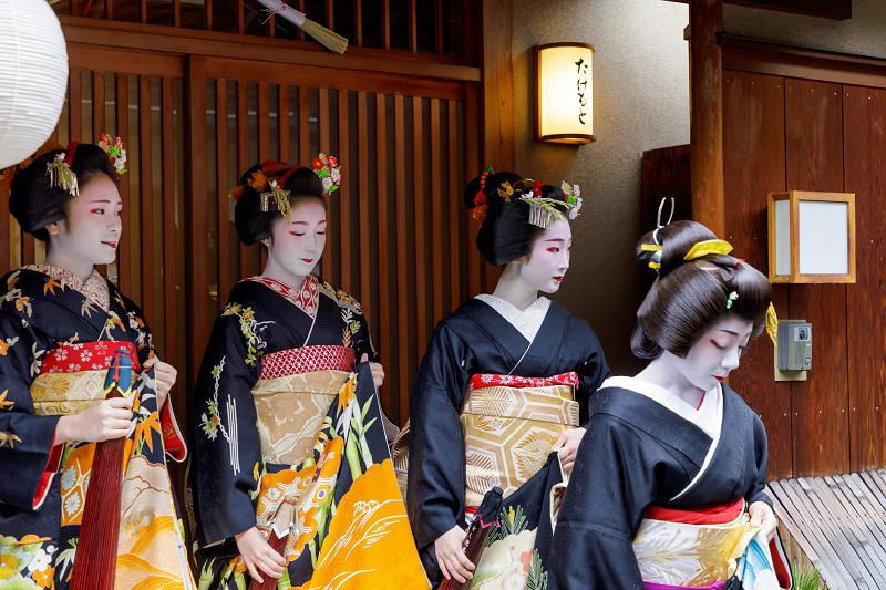 新年のご挨拶(宮川町・駒屋の「とし」筋の皆さん)_f0155048_23523362.jpg
