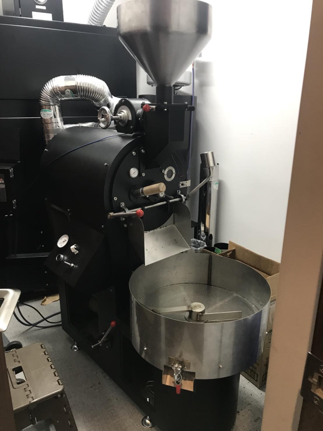 GRN焙煎機と排煙処理装置を設置の設置_c0020639_12223607.jpg