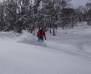荘川の火山1379m新雪滑降_e0064783_21000771.jpg